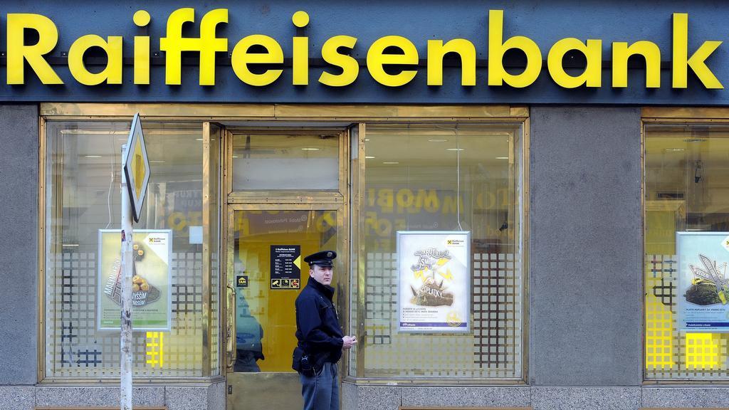 Lupič vyhrožoval v bance bombou