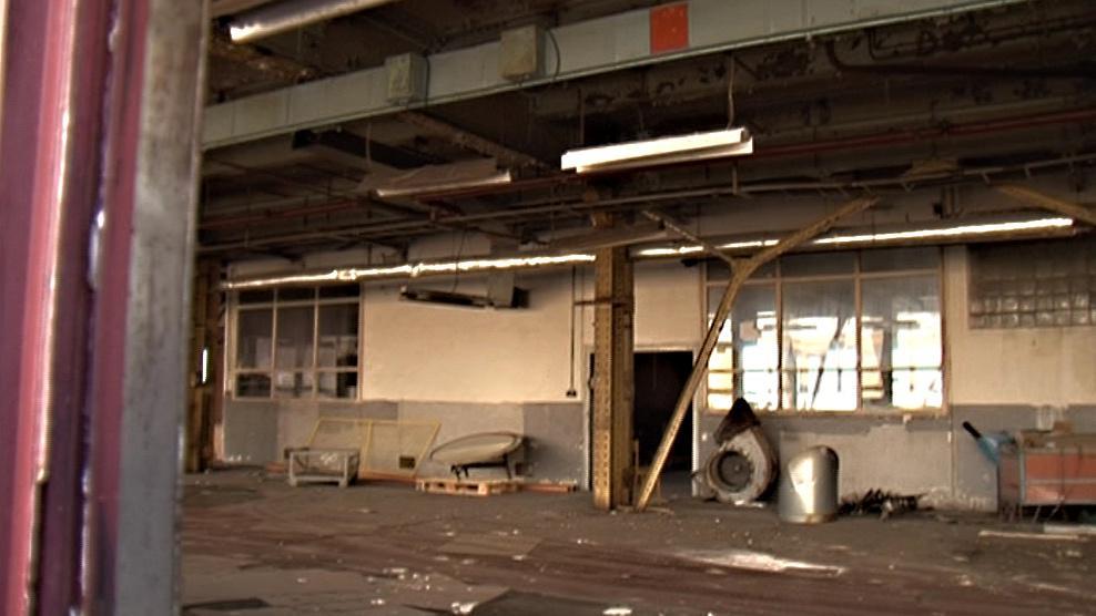 Prázdné tovární haly Adastu