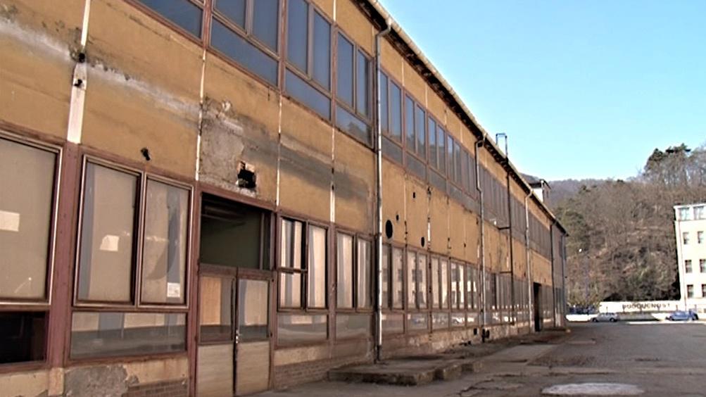 Budovy v areálu chátrají