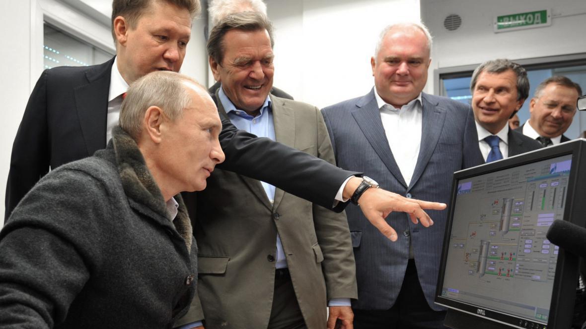 Putin, Miller a Schröder při slavnostním napouštění plynovodu Nord Stream