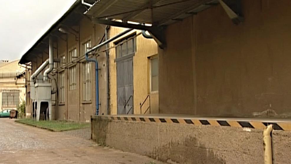 Prázdné tovární haly zaplňují centrum Adamova