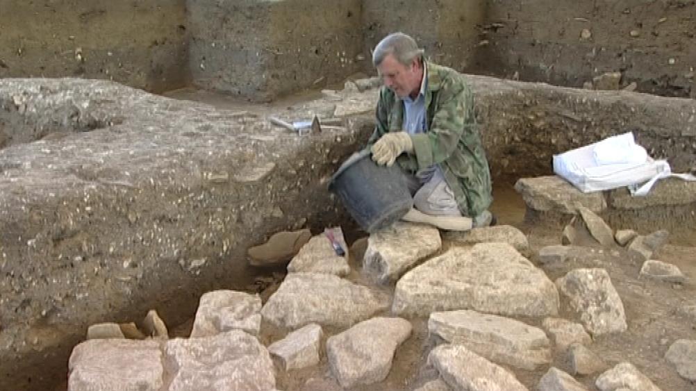 Archeologové zkoumají základy kostela padesát let po prvních průzkumech