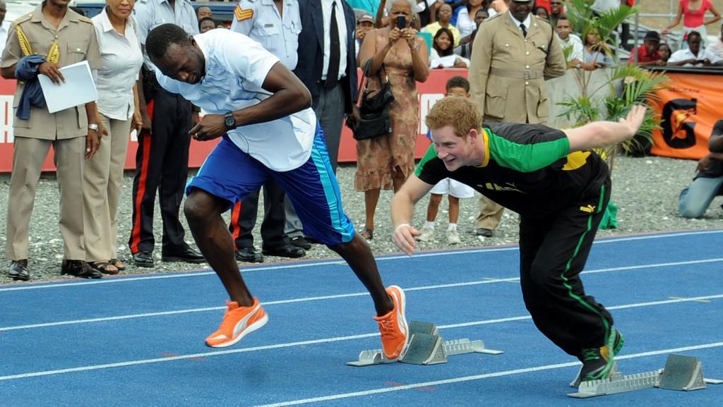 Princ Harry změřil síly s běžcem Boltem