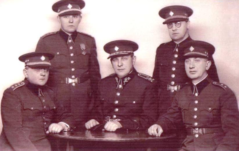Armádní kaplani, generál Kubáň uprostřed
