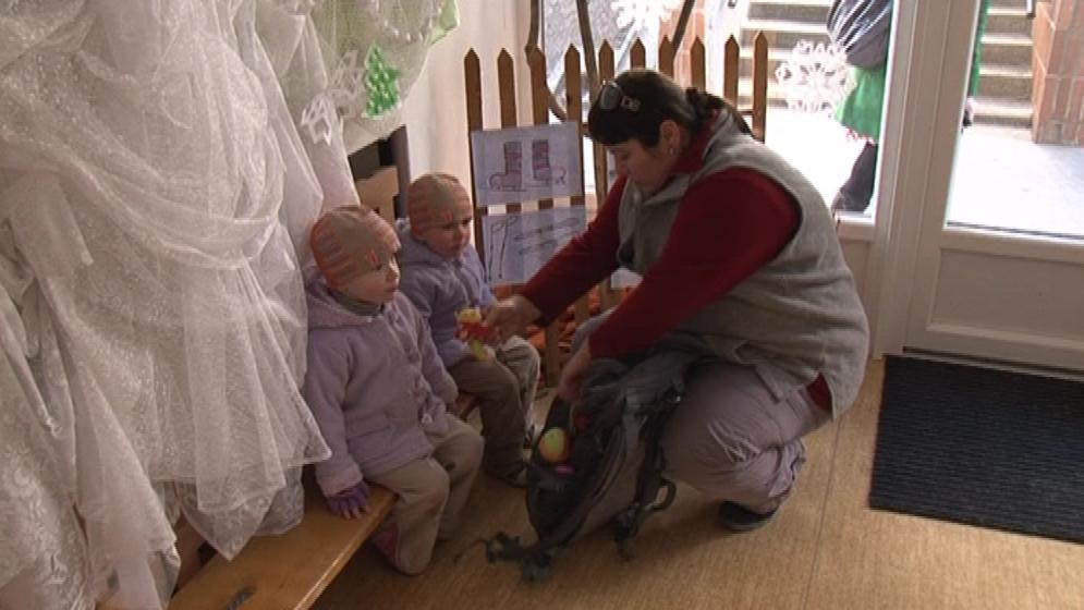 Sourozenec ve školce zvyšuje šanci na přijetí mladšího dítěte