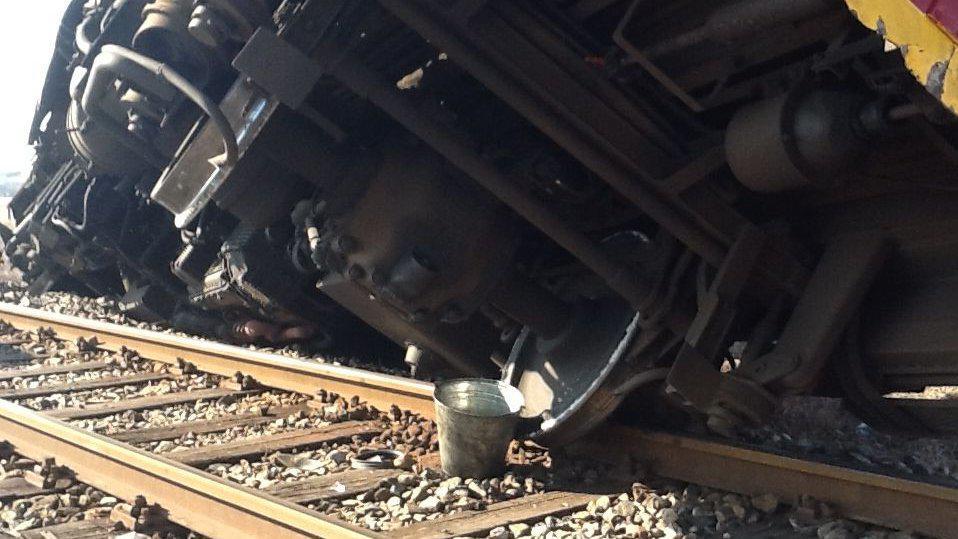 Nehoda vlaku a kamionu u Velkých Pavlovic