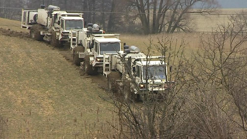 Stroje pročesávají zhruba 45 kilometrů čtverečních