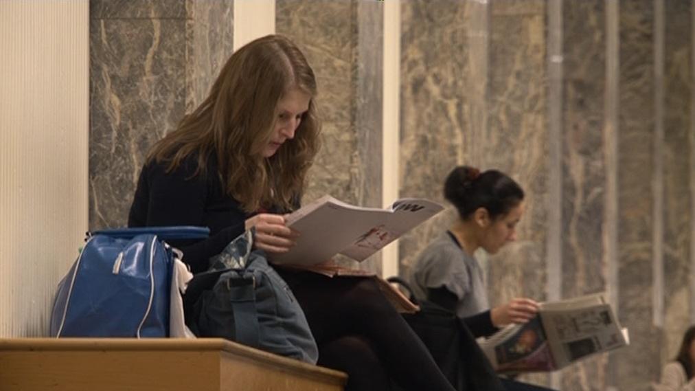 Studenti Masarykovy univerzity na stipendium stále čekají