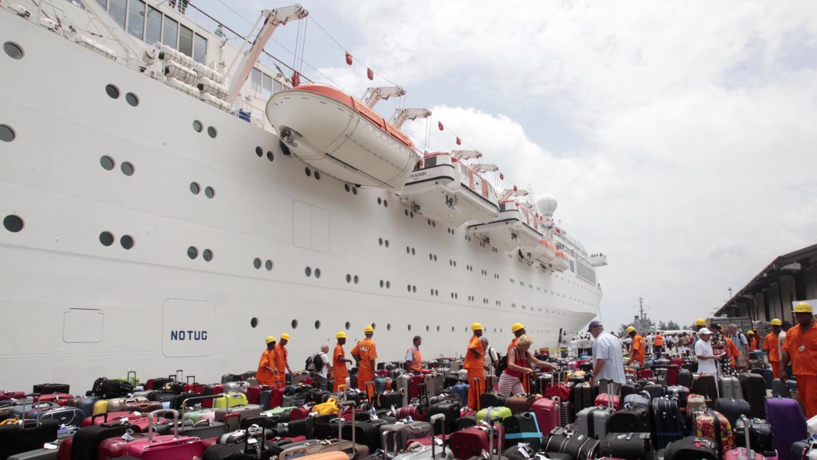 Costa Allegra v přístavu Victoria