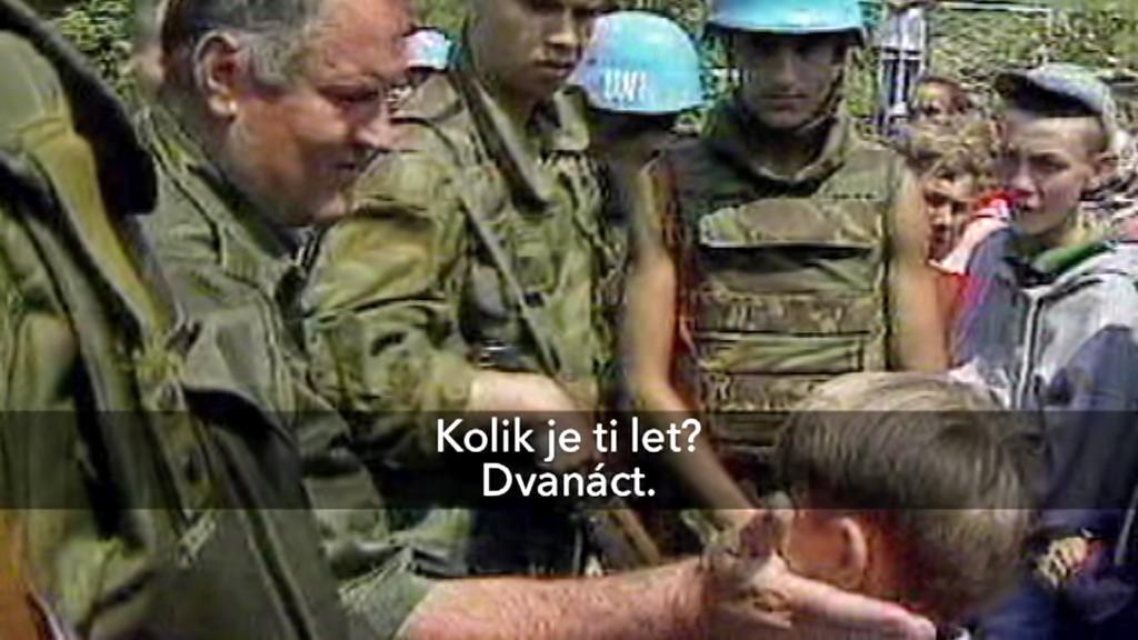 Ratko Mladić a dvanáctiletý Izudin Alić