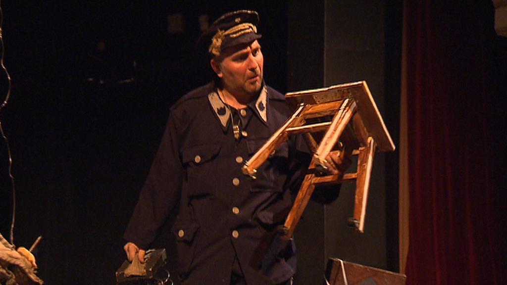 Z přehlídky amaterského divadla Modrý kocour 2012