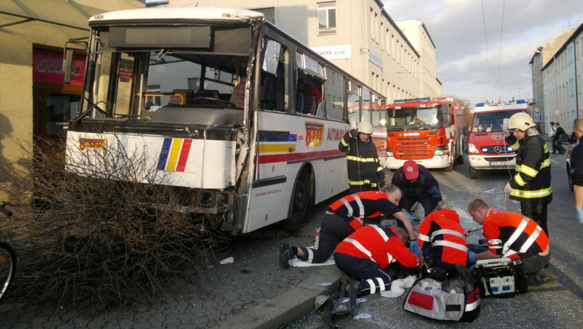 Záchranáři na místě nehody