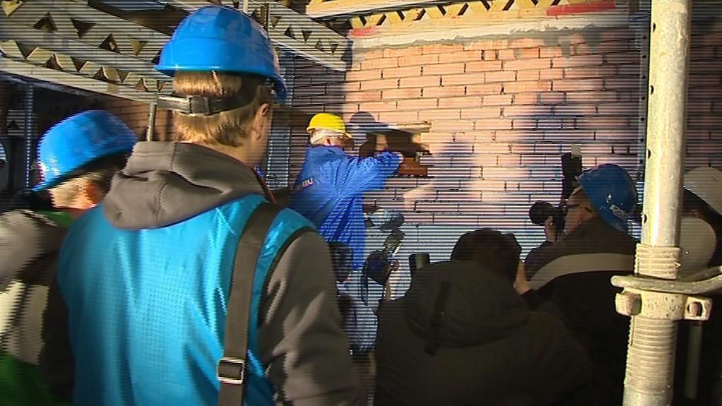 Zabudování schránky s poselstvím do sklepení budovy číslo 14 ve Zlíně