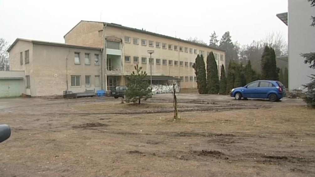 Areál učiliště léta chátral