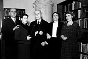 Zleva : Jan Masaryk, vnučka Anna, Tomáš Garrigue Masaryk, Alice Masaryková, Olga Masaryková