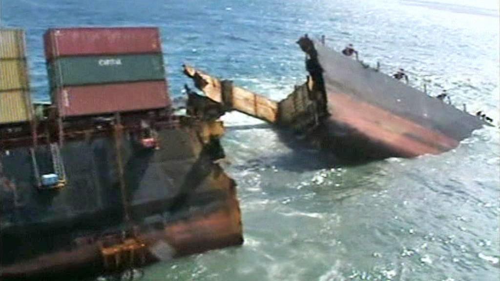 Nákladní loď Rena se potápí