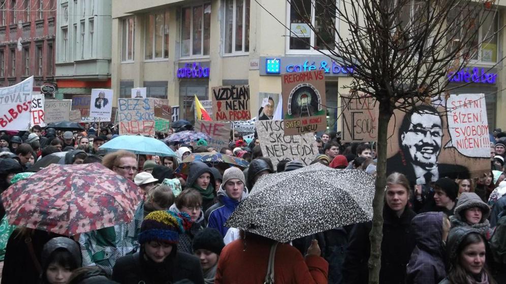 Průvod studentů v Brně proti reformám