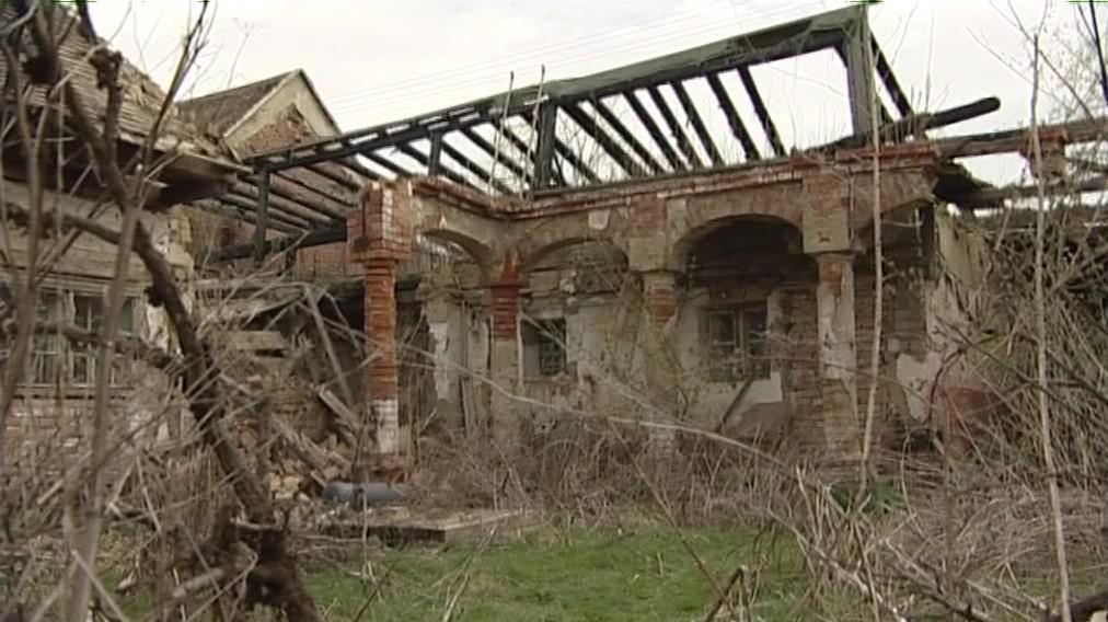 Ruiny památkově chráněného domu ve Slupi