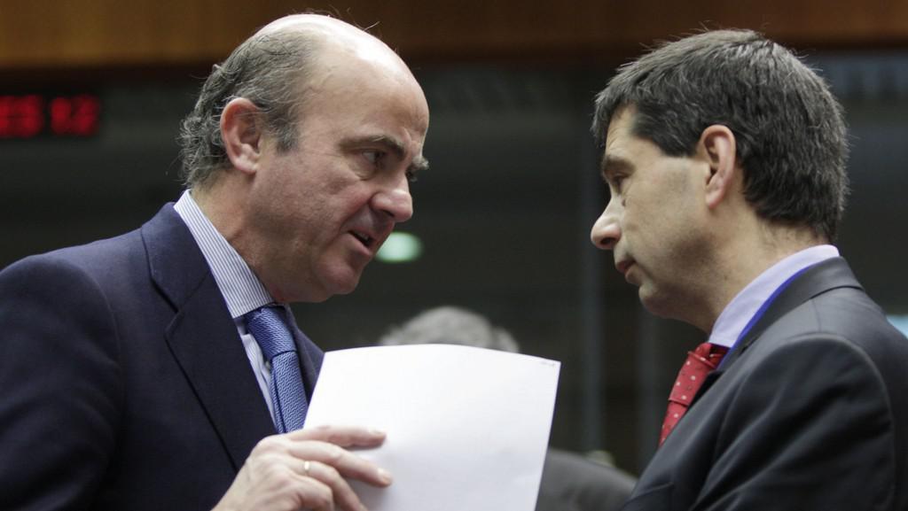 Španělský ministr financí Cristobal Romero Montoro s portugalským protějškem Vitrem Gasparem