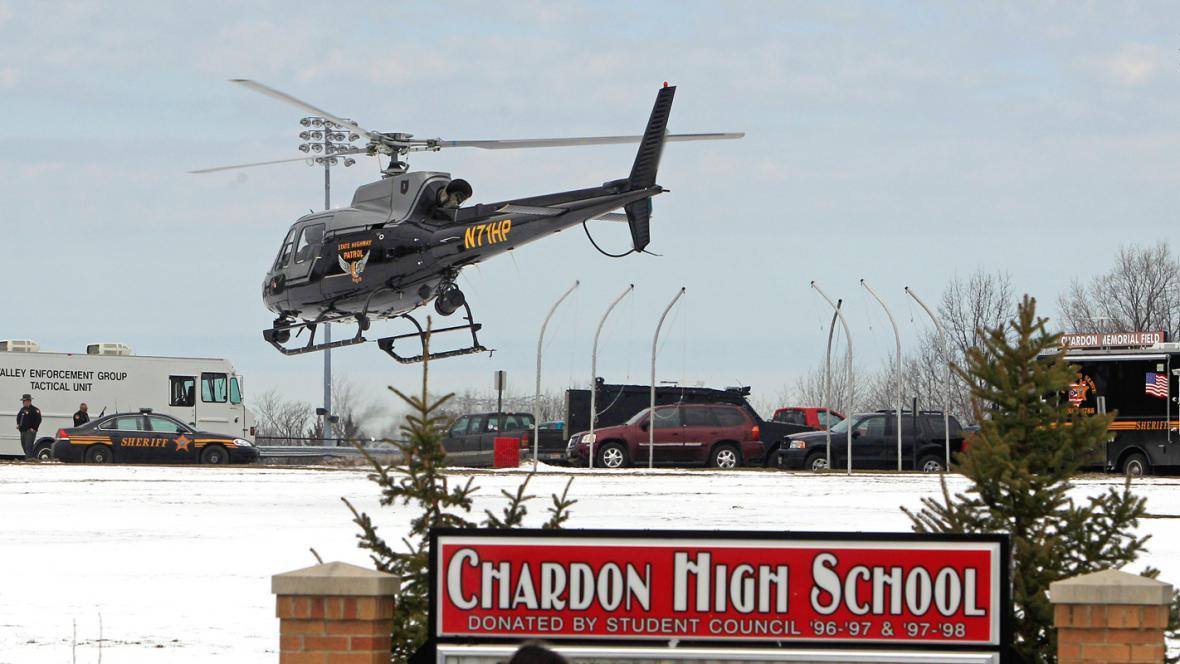 Policejní hlídka u školy v Chardonu