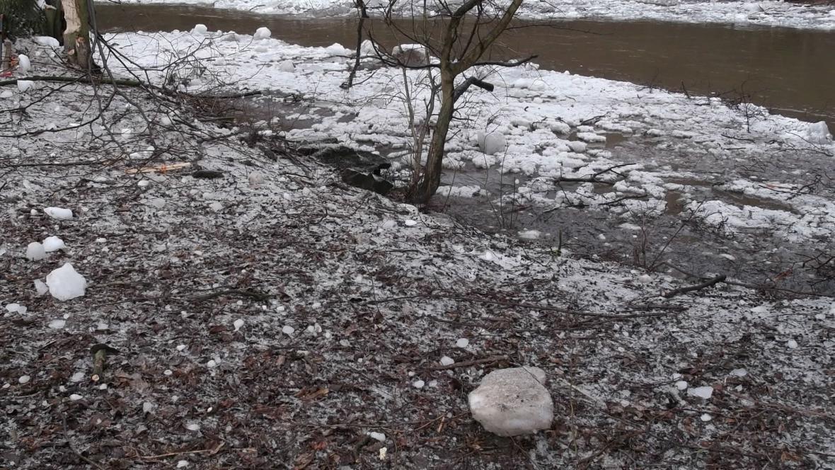 Částečně uvolněné koryto řeky