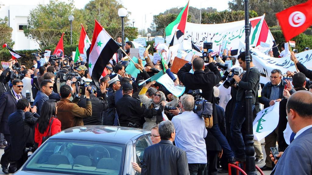Protesty během konference v Tunisku