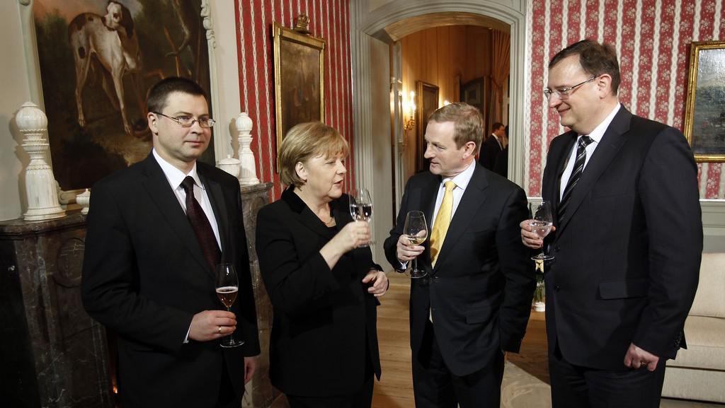 Premiér Lotyšska Valdis Dombrovskis, kancléřka SRN Angela Merkelová, premiér Irska Enda Kenny a Petr Nečas