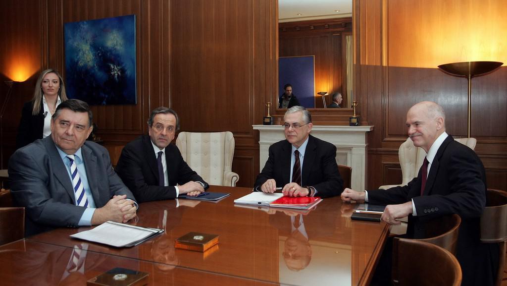 Premiér Papadimos s představiteli ostatních politických stran