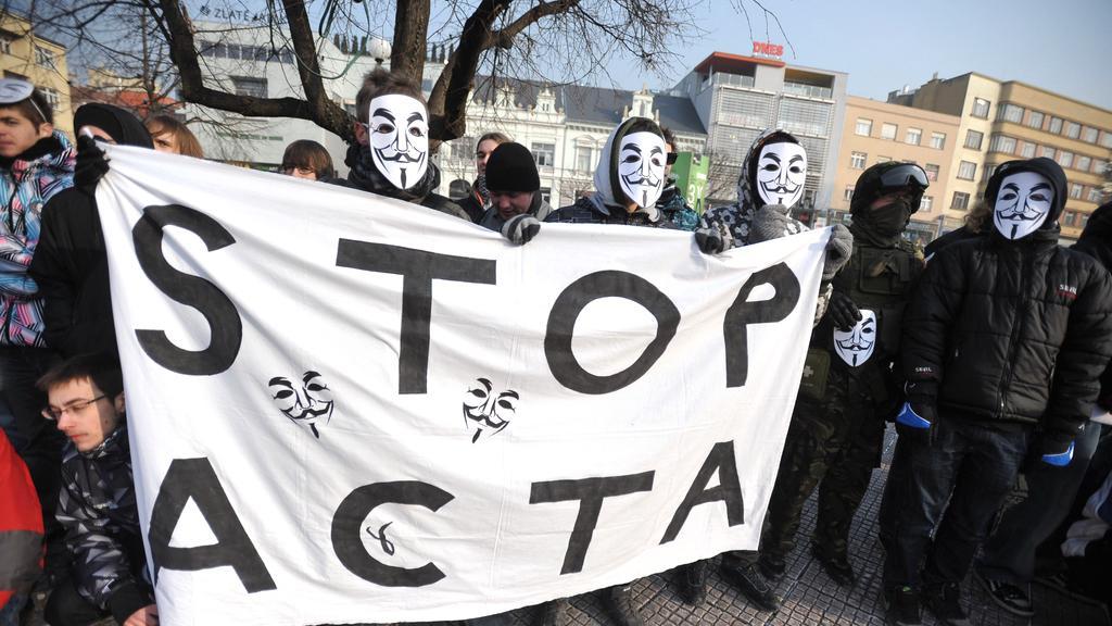 Lidé přišli vyjádřit nesouhlas s ACTA i ve Zlíně