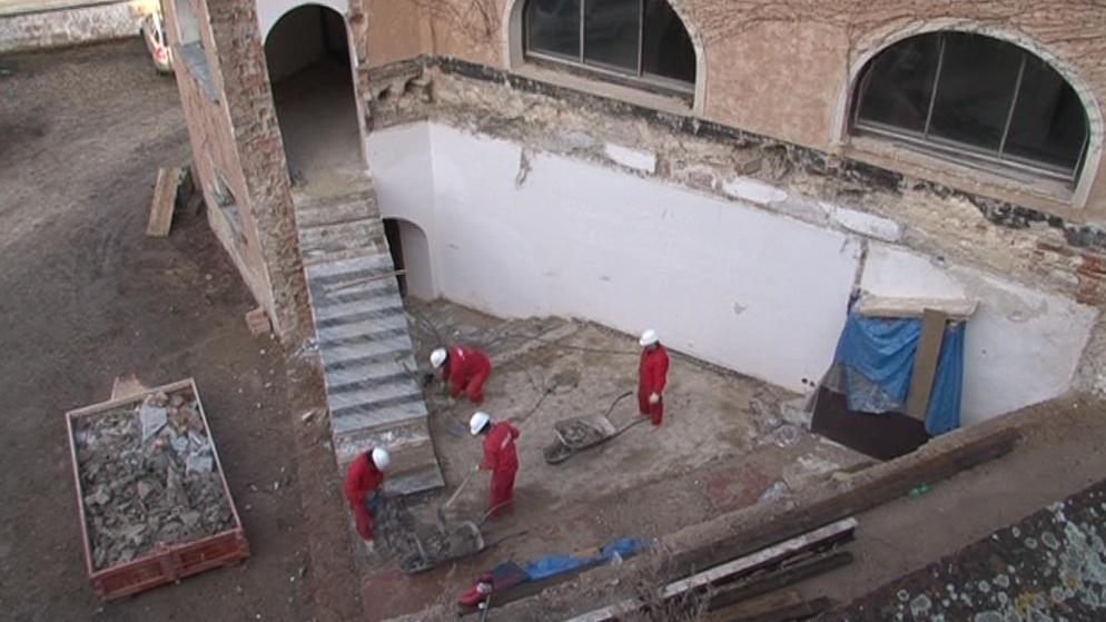 Oprava probíhá i v okolí židovské modlitebny