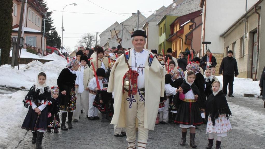 Folklorní soubory procházely ulicemi obce