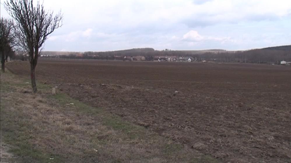 Pozemky, na nichž by měl vyrůst obchvat Lechovic