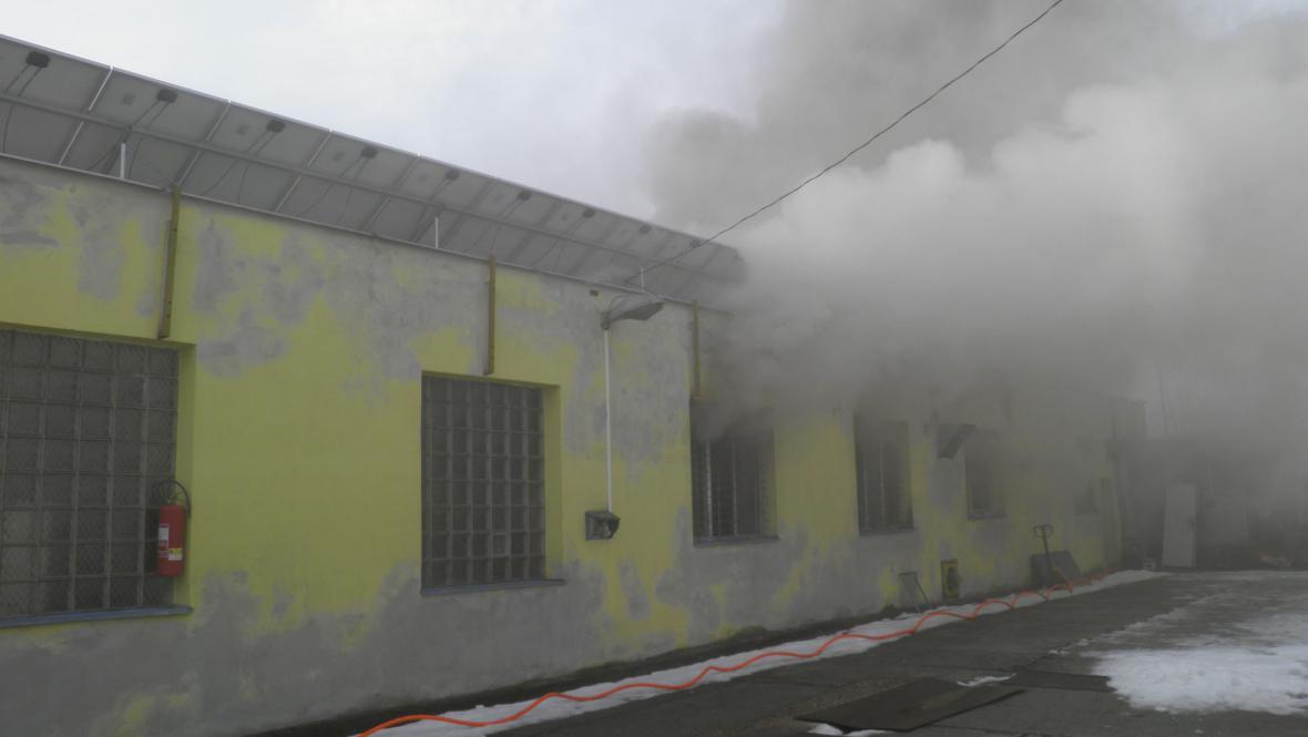 Požár výrobny nábytku v Čeložnicích