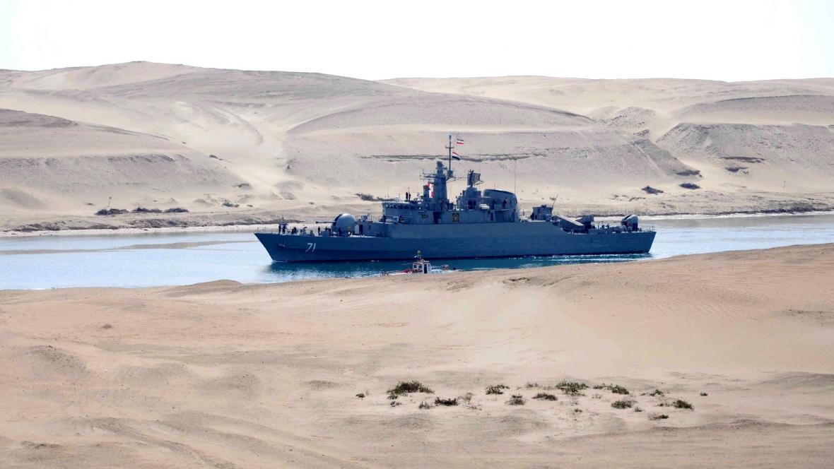 Íránská válečná loď v Suezském průplavu