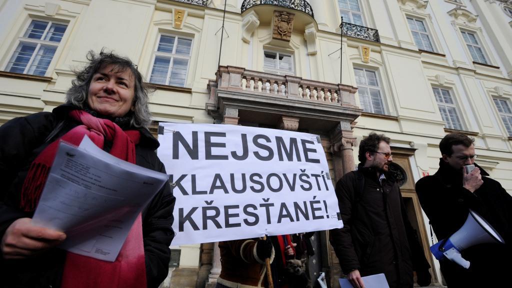 Demonstrace proti politickému působení arcibiskupa Duky