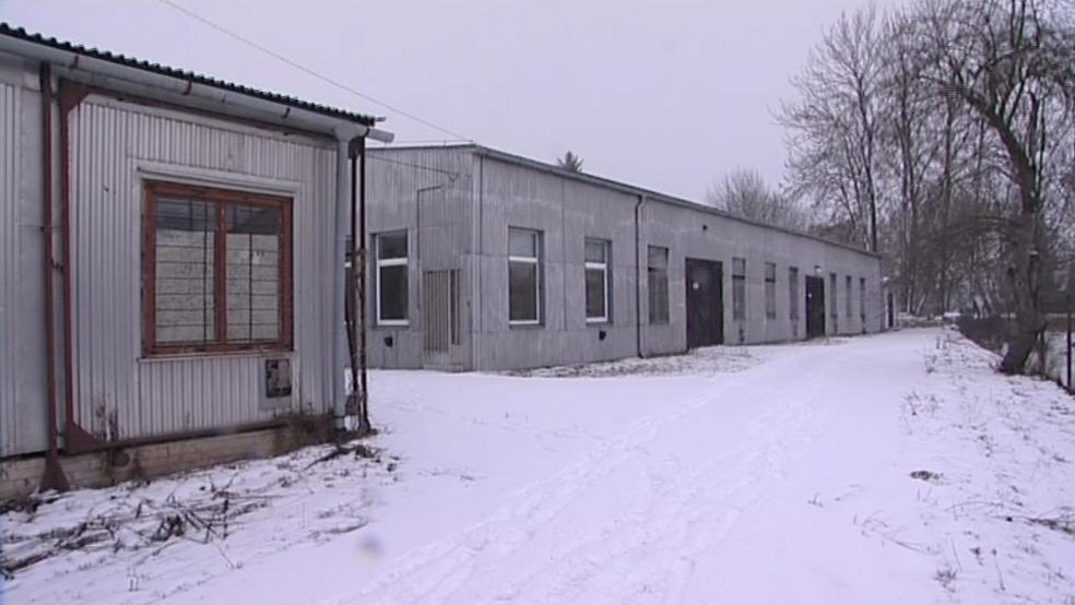 Prázdný areál bývalého strojírenského učiliště