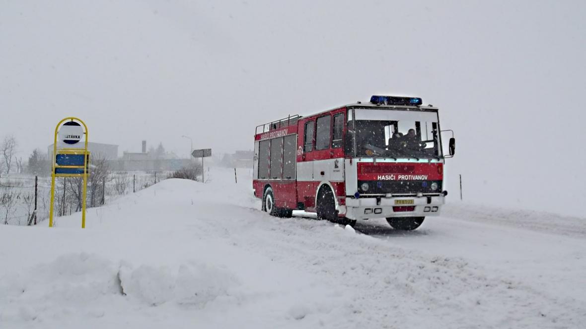 Dobrovolní hasiči se od včerejška nezastavili