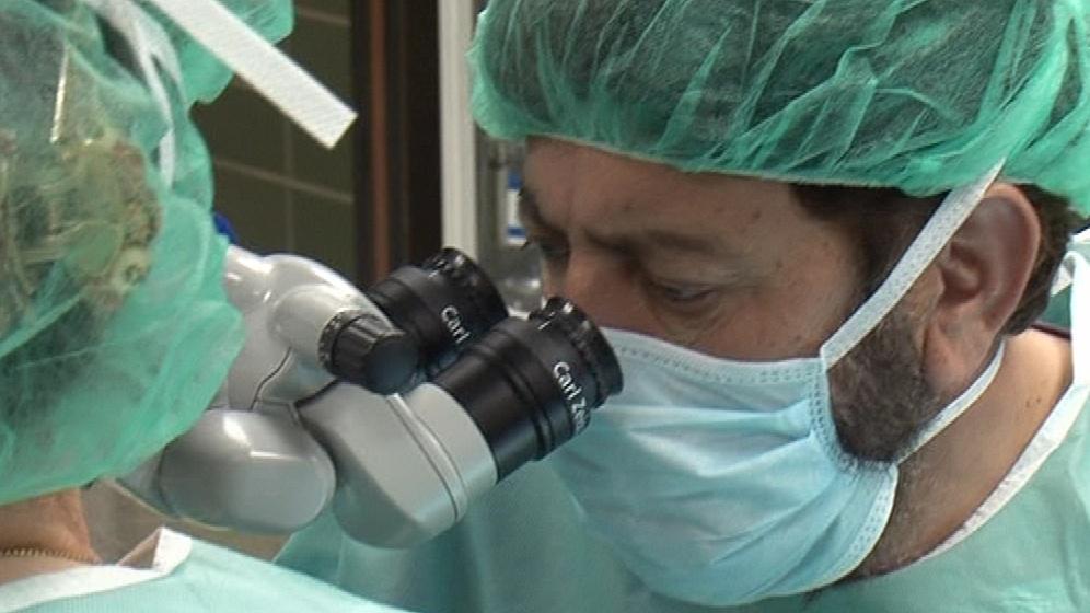 Pákistánský oční chirurg Nias Ali