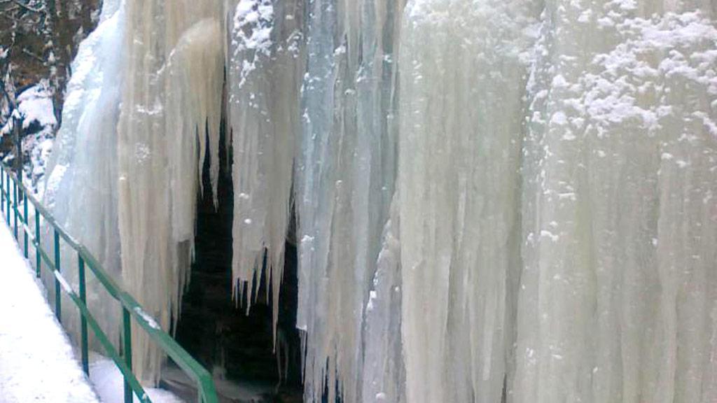 Ledopád na skále - Riegerova stezka u Semil