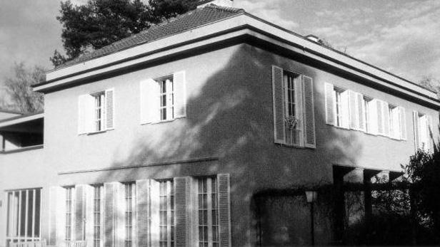 Berlínský dům sběratele umění Huga Perlse navržený Miesem. Inspiroval Tugendhatovi k výběru architekta při stavbě jejich