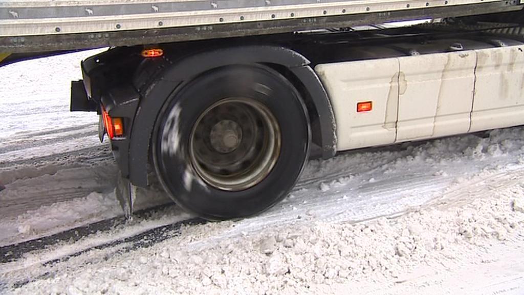 Kamiony mají na silnicích problémy
