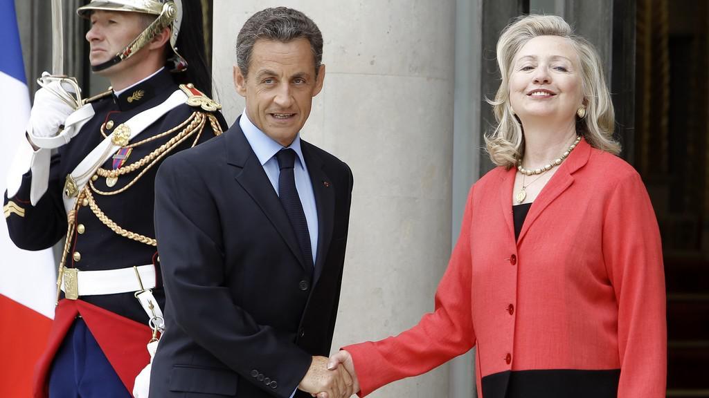 Hillary Clintonová a Nicolas Sarkozy před konferencí o Libyi