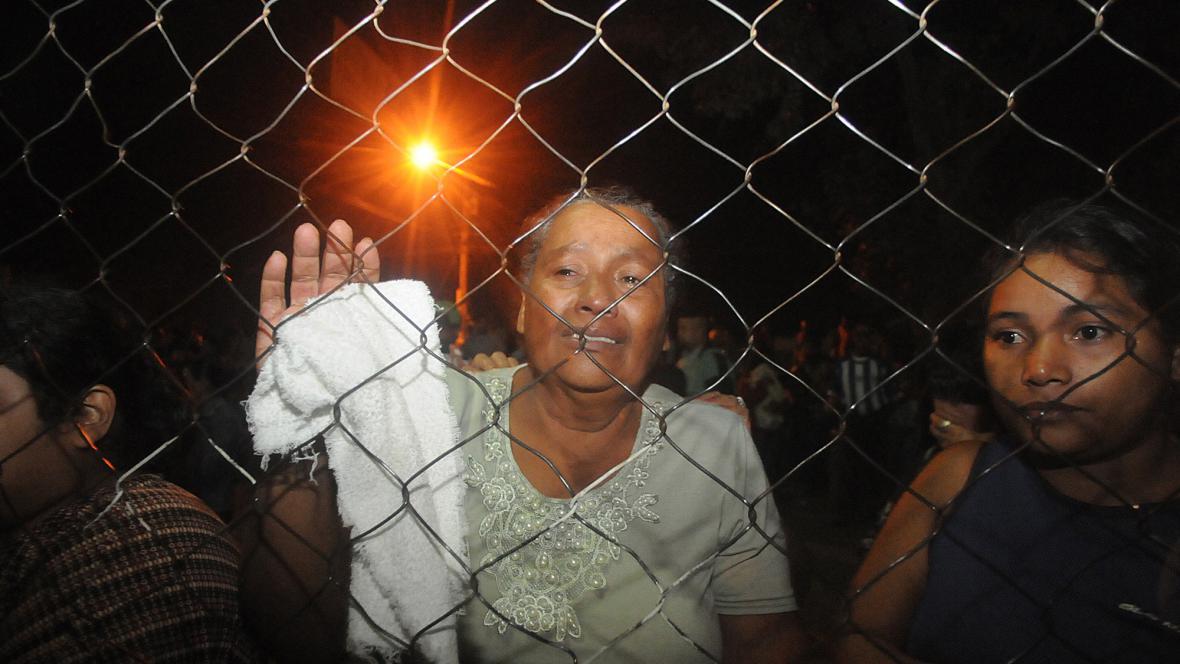 Příbuzní vězňů přišli po požaru na pomoc