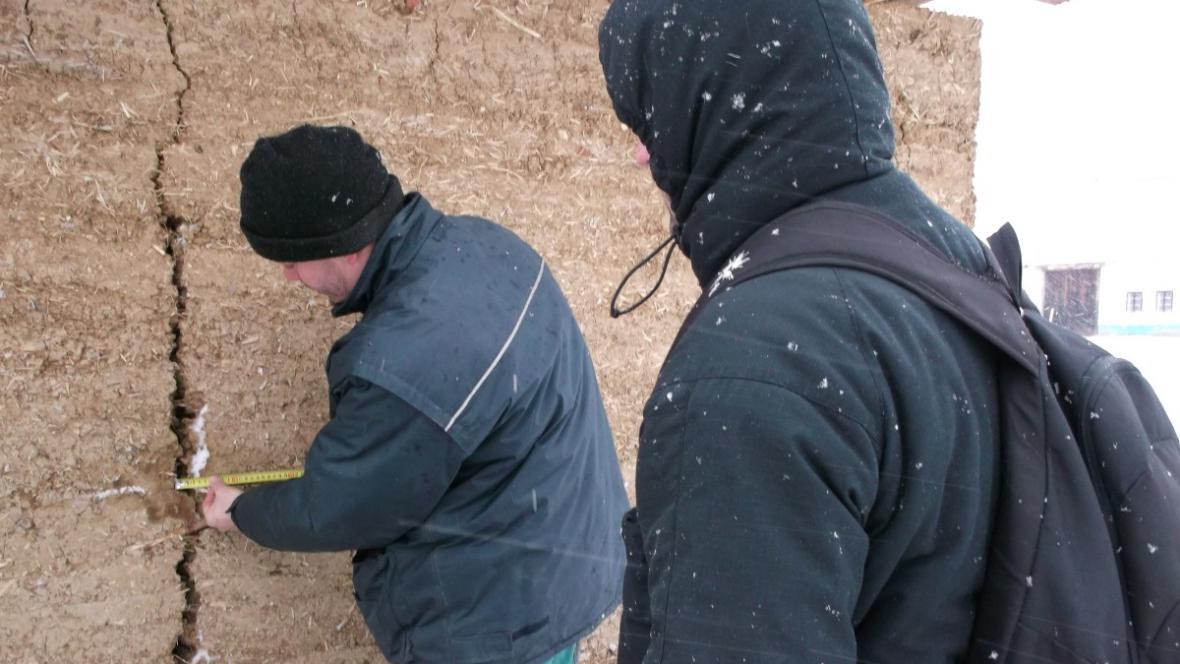 Odborníci zkoumají vlastnosti hliněné směsi