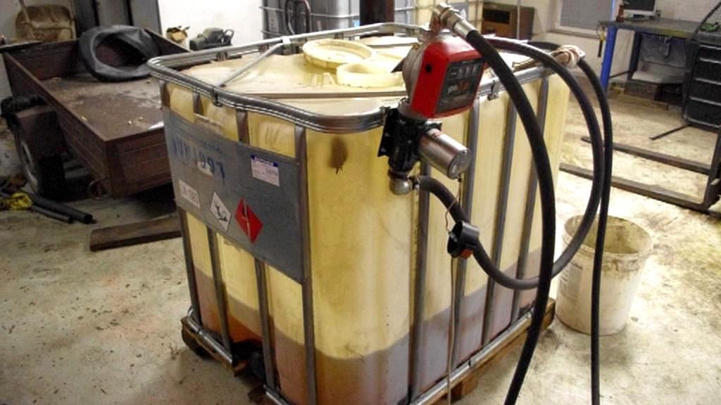 Zabavený kontejner s naftou