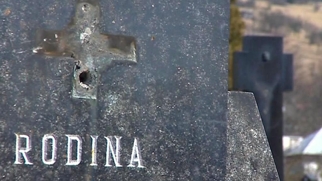 Vandalové na hřbitově
