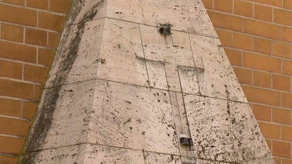 Zničený náhrobek