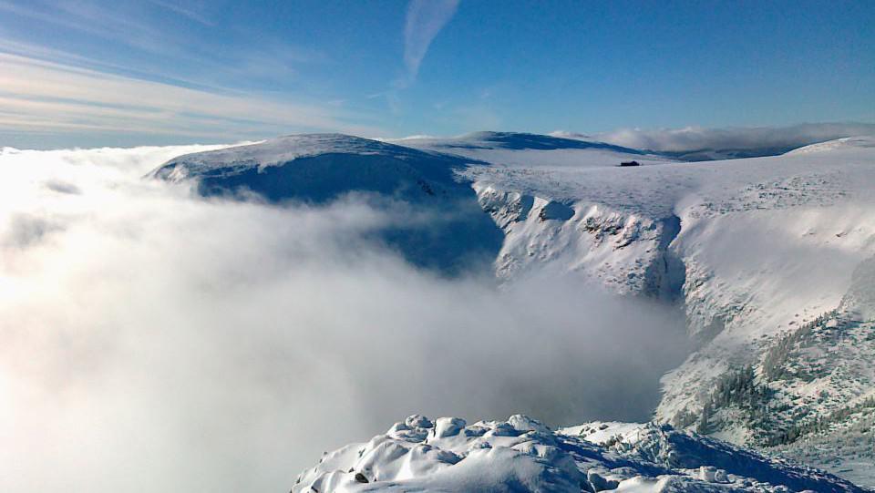 Pohed ze Sněžky na Luční boudu