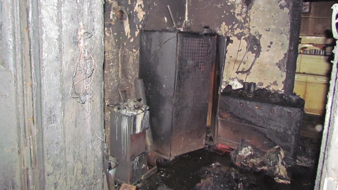 Požár zničil vybavení bytu