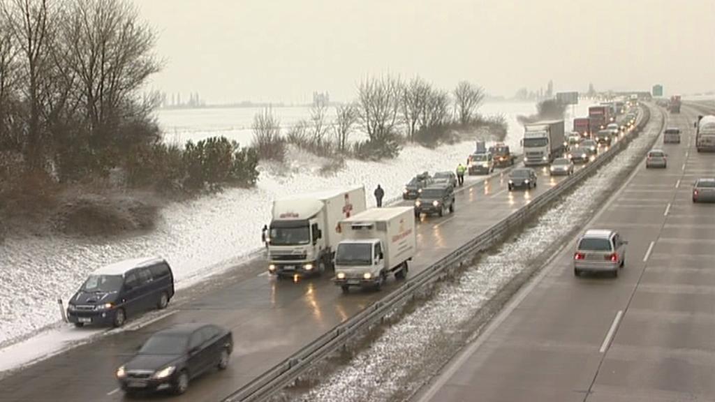 Sníh u dálnice